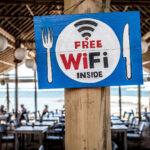 Gäste-WLAN in der Gastronomie: schnell und sicher anbieten